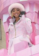 "Nov 25, 2010 - Keri Hilson - ""Macy's Thanksgiving Day"" 84th Annual Parade In NYC 261a5f108236228"